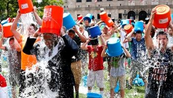 Di Balik Fenomena Global Ice Bucket Challenge