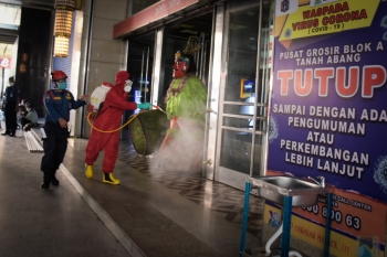 Tanah Abang Disemprot Disinfektan Persiapan Fase New Normal